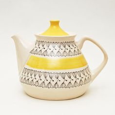 Yellow, White, Fine Black Pernilla teapot by Inger Waage Sculptures Céramiques, Diy Inspiration, Teapots And Cups, My Cup Of Tea, Chocolate Pots, Mellow Yellow, Ceramic Pottery, Tea Time, Dinnerware