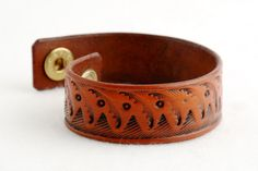 Carved Leather Bracelet - vegetable tanned chromfree leather - handcarved - push buton closure - handmade in Vienna Euro Leather Jewelry, Hand Carved, Cuff Bracelets, Carving, Handmade, Etsy, Hand Made, Wood Carvings, Sculptures