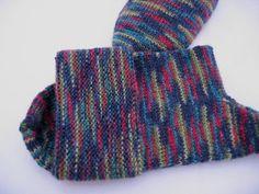 Bunte Socken mit Umschlag Gr. 40/41 aus colorierter Sockenwolle in Runden ohne störende Nähte gestrickt von unicata auf Etsy
