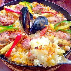チリンドロンかクリーム煮かと迷っていたけど、スペインといえばパエージャ皆好きなので楽しちゃおうと炊き込みご飯♨️久々のパエリア鍋で沢山焼き入れ、お焦げも出来ました 先日会えなかったから祖母をご招待✌️ - 76件のもぐもぐ - Paella Valencianaバレンシア風パエリア by honeybunnyb