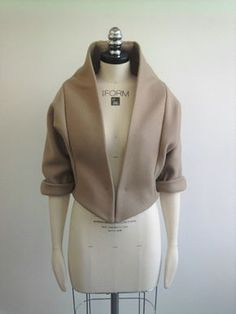 Inspiring pattern construction and sewing idea Cool shape but not stoked on the color front view of my tailored jacket on the stand. Vintage Leather Jacket, Leather Jackets, Tailored Jacket, Fashion Sewing, Sewing Clothes, Fashion Details, Work Fashion, Trendy Fashion, Style Fashion