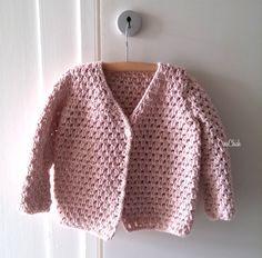 Crochet fall jacket for a little girl. Toddler jacket. Herfst jasje haken voor een kleuter/kleine meid. Gratis patroon. Free pattern.