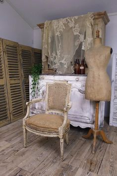 アンティーク アームチェア(ルイ16世様式/シャビー) French antique sofa