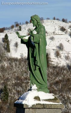 Estatua de Jesús en La Bresse en las montañas de los Vosgos en Francia