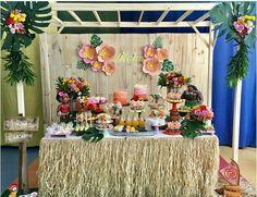 This is a great inspo! Aloha Party, Hawaiian Luau Party, Hawaiian Birthday, Luau Birthday, Tiki Party, Tropical Party, Moana Themed Party, Moana Birthday Party, Moana Party