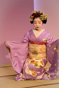 http://salixj.tumblr.com/post/106597732449/oiran-geisha-the-maiko-kanoemi-dancing-in-a Oiran & Geisha