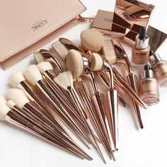 BESTOPE Makeup Brushes 10 Pieces Oval Makeup Brush Set Professional Contour Soft Toothbrush with Shaped Design for Powder Cream Concealer - Cute Makeup Guide Make Makeup, Makeup Brush Set, Makeup Kit, Skin Makeup, Makeup Hacks, Hair Brush, Wet Brush, Aloe Vera Creme, Make Up Tools