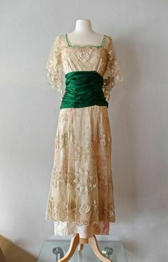 Exquisite Edwardian Era Wedding Gown ~ Vintage Antique Embroidered Net Dress With Emerald Green Sash by xtabayvintage on Etsy Edwardian Gowns, Edwardian Clothing, Antique Clothing, Edwardian Fashion, Vintage Fashion, 1914 Fashion, Belle Epoque, Vintage Gowns, Vintage Outfits