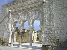 La llamada puerta del primer ministro en Medina Azahara, antigua ciudadela cerca de Córdoba. España