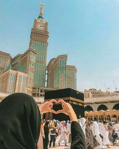 Insyallah one day❤️ Amin😊 makkah makkahmadinah allahuakbar Muslim Pictures, Muslim Images, Islamic Images, Islamic Pictures, Mecca Wallpaper, Quran Wallpaper, Islamic Quotes Wallpaper, Mecca Madinah, Mecca Masjid