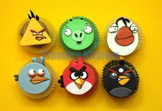 Angry Birds cupcakes by Tramie's Kitchen, via Flickr Cupcake Recipes, Cupcake Cakes, Cupcake Ideas, Mini Cakes, Cup Cakes, Angry Birds Cake, Fun Desserts, Creative Desserts, Fondant Toppers