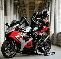 Motorcycle Couple Pictures, Biker Couple, Girl Riding Motorcycle, Biker Girl, Couple Motard, Aesthetic Couple, Biker Photoshoot, Motocross Love, Brown To Blonde Balayage