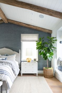 Need some motivation for the little kid's room? Consider a few of our Bedroom this is certainly favorite design for males and find out the look you've been dreaming about. Blue Master Bedroom, Farmhouse Master Bedroom, Master Bedroom Makeover, Wood Bedroom, Master Bedroom Design, Bedroom Decor, Bedroom Inspo, Wall Paper Bedroom, Master Suite