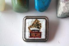 Un preferito personale dal mio negozio Etsy https://www.etsy.com/it/listing/463972350/grammofono-spilla-vintage-mosaico-made