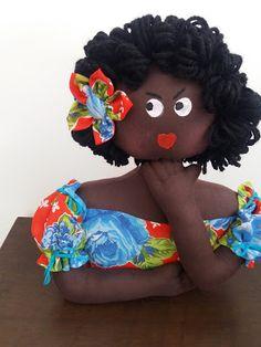African Dolls, Doll Clothes, Handmade, Diy, Vase Crafts, Craft Ideas, Cloth Doll Making, Sewing Dolls, Peso De Porta