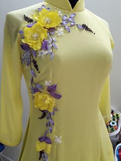 Embroidery On Kurtis, Kurti Embroidery Design, Shirt Embroidery, Embroidery Fashion, Ribbon Embroidery Tutorial, Silk Ribbon Embroidery, Stylish Dresses, Fashion Dresses, Dresses For Work