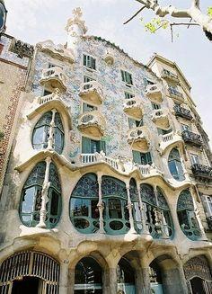 The Masterpiece of Architecture- La Pedrera -Barcelona - Casa Milà