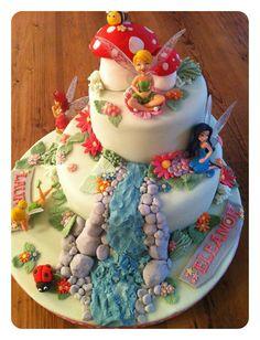 Tinkerbell - 15 Fabulous Disney Cakes I want this for meeeeeeeeee! Tinkerbell Birthday Cakes, Fairy Birthday Cake, Tinkerbell Party, Birthday Cake Girls, Tinkerbell Disney, Disney Fairies, Fourth Birthday, Beautiful Cakes, Amazing Cakes