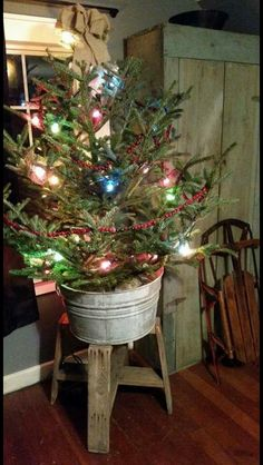 vintage christmas tree hese ideas are worth trying this time on the Christmas. Your tree would garner more praises than the readymade ones. Share these amazing and quick Christmas tree ideas with others to make your Christmas tree best in the town. Cowboy Christmas, Christmas Porch, Prim Christmas, All Things Christmas, Cabin Christmas Decor, Christmas Cactus, Country Christmas Trees, Vintage Christmas, Farmhouse Christmas Tree Stands