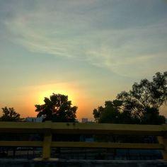 "Serie ""atardecer y tú"" #sunsetscape #sunset #sunsetlandscape #sky #skyscape #skylandscape #clouds #cloudslanscape #cloudscape #landscapephotographer #landscapephotography #landscapehunter #landscape #landscaper #photographyislife #photographerlife #photography #photography #photographer #photo #pho #encuentrameenelaire @abeltalamantez #escritoranodescubierta Fotografías de @nancyblueangl #elojomecanicodemialma"