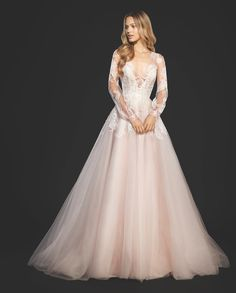 Our stunning #winniegown by @misshayleypaige