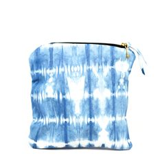 love the natural dye look of this clutch