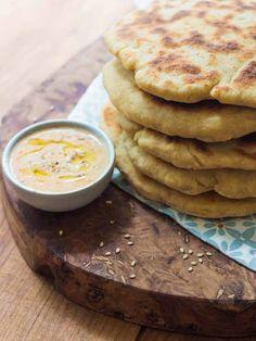 Le naan indien, un pain sans gluten bien original! Naan Sans Gluten, Cooking Bread, Sandwiches, Vegan Gluten Free, Good Food, Veggies, Vegetarian, Meals, Breakfast