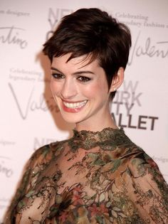 Celebrity Lookbooks: Anne Hathaway at New York City Ballet Gala. The problem is no one will cut my hair like this. Every. Month. And not mess it up so much I want to grow it out. Again!