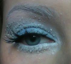 Winter Makeup Look, Frozen Eyes. The trick? Sugar with Vaseline. Interesting!