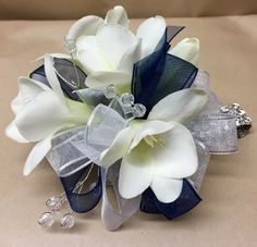 white and navy prom flowers, prom ideas, wrist corsage, prom trends