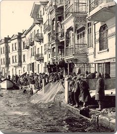 istanbul_Arnavutköy 1890 – Barış Murat Aydoğan – Join the world of pin Pictures Of Turkeys, Old Pictures, Old Photos, Cultural Architecture, Istanbul Pictures, Empire Ottoman, Republic Of Turkey, Turkey Travel, Le Far West