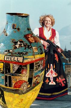 Grayson Perry Grayson Perry Art, Ap Studio Art, English Artists, China Art, Outsider Art, Ceramic Artists, Urban Art, Artist At Work, Pottery Art