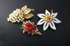 LOT OF 3 VINTAGE GOLD TONE PIN BROOCH,  FAUX PEARL BROOCH SIGNED CROWN TRIFARI #Trifari