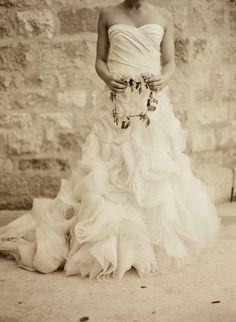 Google Image Result for http://sbchic.com/wp-content/uploads/2012/08/vera-wang-wedding-dress.jpg