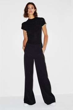 Our wide leg Kiki pant is both playful and professional. A wardrobe staple, this high waisted full leg pant can be worn with almost anything. Casual Chic Outfits, Basic Outfits, Fashion Outfits, Cool Street Fashion, Street Style, Work Attire, Mode Style, Minimalist Fashion, Shoes