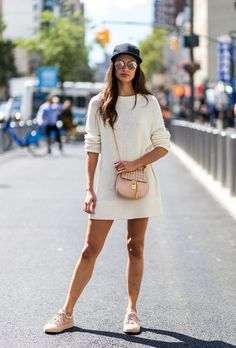 Sara Sampaio, you've got style! Looking good in pale pink. With Josefinas Louise sneakers and a Chloe Drew bag #josefinasportugal