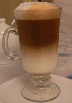 Caffe Latte Macchiato Coffee Love, Iced Coffee, Coffee Cups, Coffee Maker, Latte Macchiato, Coffee Recipes, Yummy Drinks, Espresso, Milk