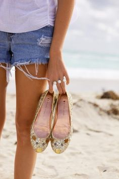 Summer! marc jacobs mouse flats & shorts. From theyallhateus.com