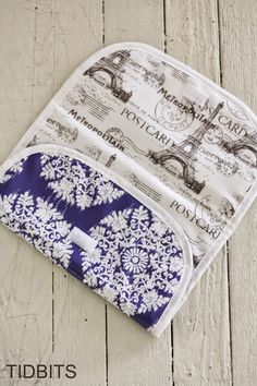"""The Double """"Doodie"""" Bag (a wipe-able diapering """"wet"""" bag) Baby Sewing Projects, Sewing Projects For Beginners, Sewing For Kids, Diaper Changing Pad, Wet Bag, Bag Making, Purses And Bags, Things To Sell, Diapering"""