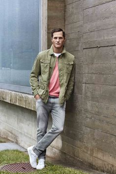 BUGATTI SPRING/SUMMER 2016 | Enjoy this weekend in a sporty way with a semi-lined field jacket and its innovative garment dye look. To add some colour try a cotton sweater in refreshing #salmon-pink! #bugattifashion #SS16 #menswear #sweater #fieldjacket #green #garmentdye