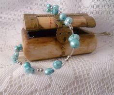 Zierliche Perlenkette aus drahtummantelten Nylonfäden mit Silberkügelchen und echten, türkis eingefärbten Süßwasserperlen.   ♥Besonders schön auch als