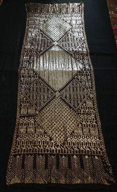 assuit | Perfect large antique vintage 1920s Assuit shawl golden metal