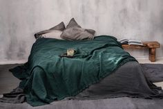 Emerald green linen bed cover, Stonewashed linen bedspread in deep dark green, Relaxed and textured green bed throw, Double coverlet - Beige Bed Linen, Pottery Barn Teen Bedding, Bed Linen Design, Green Bedding, Bed Throws, Bed Covers, Home Decor Inspiration, Bed Spreads, Luxury Bedding