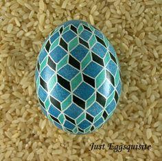 Just Eggsquisite Ukrainian Eggs pysanky tumbling blocks quilting pattern. justeggsquisite.etsy.com