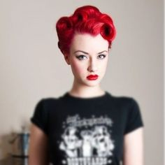 red # hair # pin up Looks Rockabilly, Rockabilly Mode, Rockabilly Fashion, Rockabilly Short Hair, Short Retro Hair, Rockabilly Makeup, Pin Up Vintage, Vintage Curls, Vintage Glam
