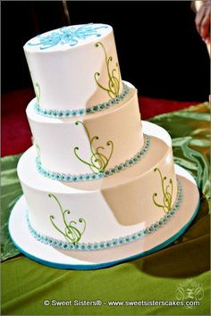 This classic Tiffany and Co. lined cake is the cherry on top of a perfect wedding day #desserts #cakes #weddingcake #wedding #bride #tiffanyandco #tiffanyblue #classic #SweetSisters