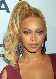 Whatever the occasion we have the inspiration you need to style your hair any which way. Rose Gold Hair, Purple Hair, Divas, Celebrity Eyebrows, Full Coverage Makeup, Eyebrow Trends, Blonde Hair Makeup, Beyonce Knowles Carter, Beyonce Style