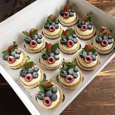 Cupcakes decorados ideas Ideas for 2019 Cupcake Recipes, Cupcake Cakes, Dessert Recipes, Fruit Cupcakes, Baking Cupcakes, No Bake Desserts, Delicious Desserts, Baking Desserts, Tiramisu Dessert