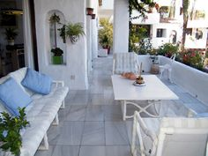 Rare Opportunity to Buy An Outstanding Spacious 3 Bedroom Apartment, all on One Level, With the Best Garden Views and a Magnificent Terrace. For Sale at 840,000 Euros. Located just a few minutes walk from all of the Puerto Banus, shops, boutiques, bars, restaurants, beaches and Paddle Tennis. By Car: - Golf course: 5 mins. Malaga Airport: 40 mins.  John Neville Cohen Malaga Airport, Puerto Banus, 3 Bedroom Apartment, Double Bedroom, Amazing Gardens, Paddle, Boutiques, Buy Now, Beaches