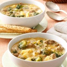 Cheeseburger Broccoli Chowder Recipe -I invented this soup accidentally! Actually, it came about when I was new to cooking, and didn't know… Broccoli And Potatoes, Broccoli Cheddar, Frozen Broccoli, Beef Recipes, Soup Recipes, Cooking Recipes, Recipies, Broccoli Recipes, Cheese Recipes